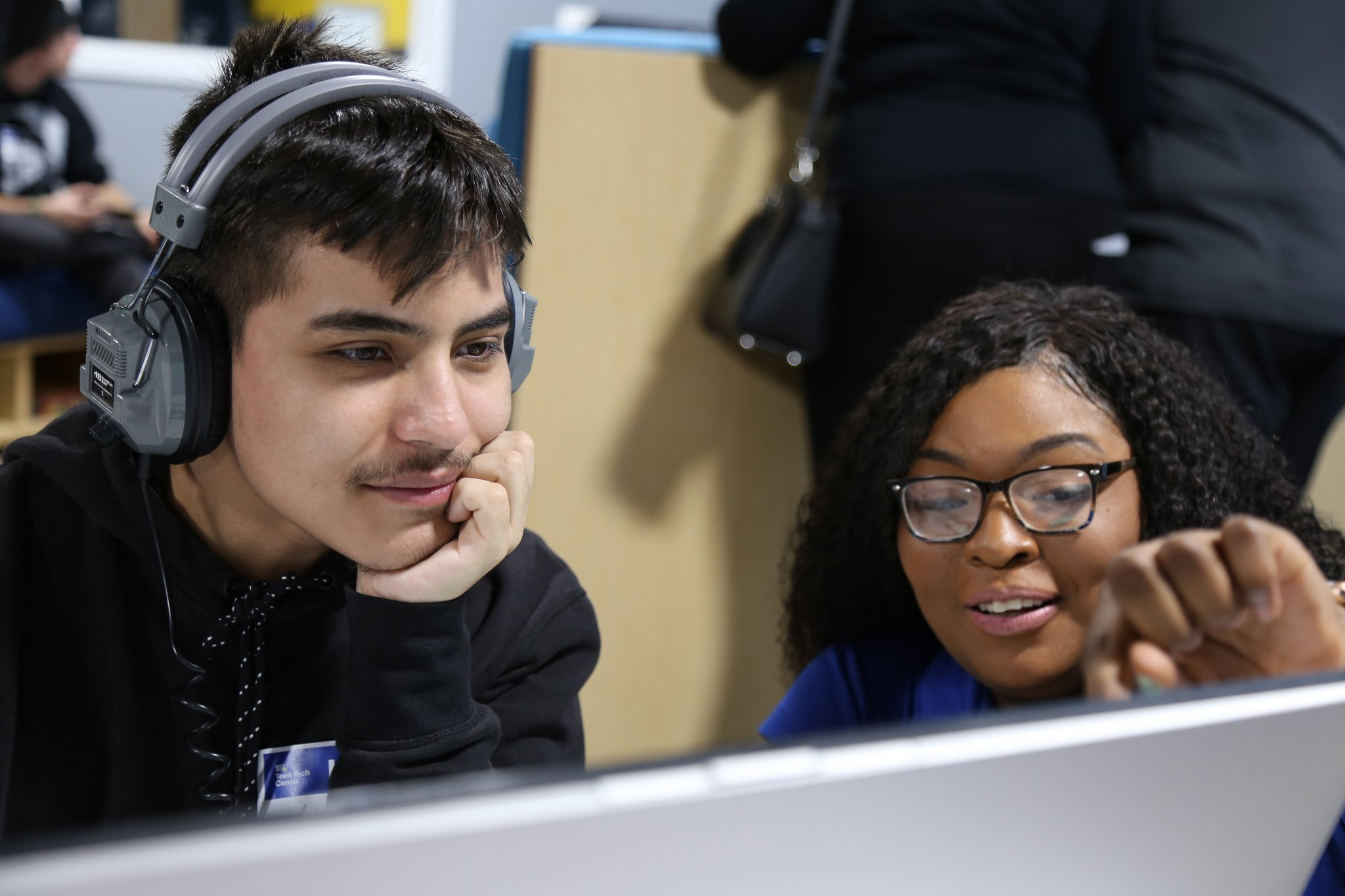 A Best Buy Employee Assists a teen with a project