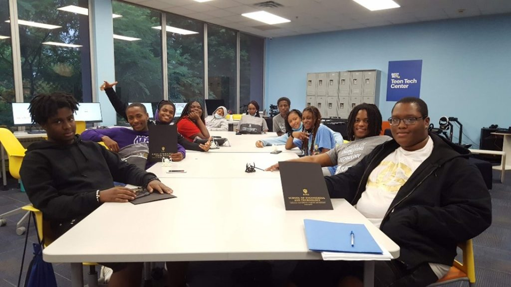 The Youth Leadership Council at The Best Buy Teen Tech Center @ MLK Center in Indianapolis, IN, USA Partners with The Desmond Tutu Peace Lab at Butler University to Train Future Peacebuilders